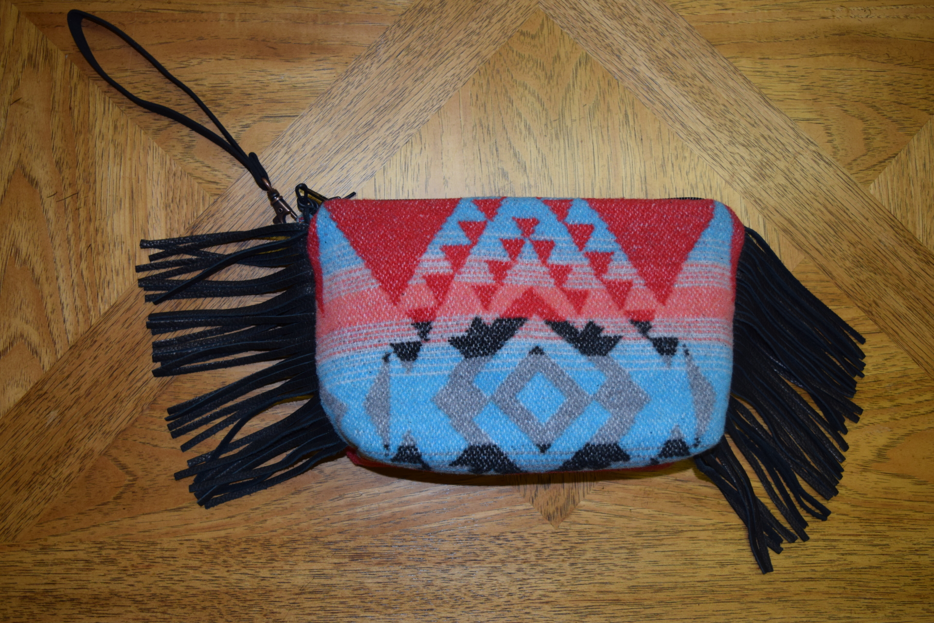 #B08YM - YUMA WRISTLET/CLUTCH ZIP BAG - $89.95